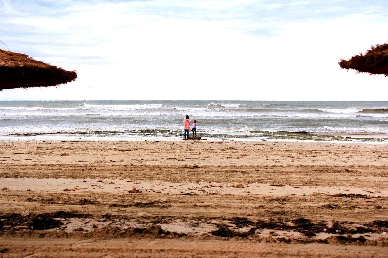 Остров Джерба, отдых, Тунис, люди на пляже