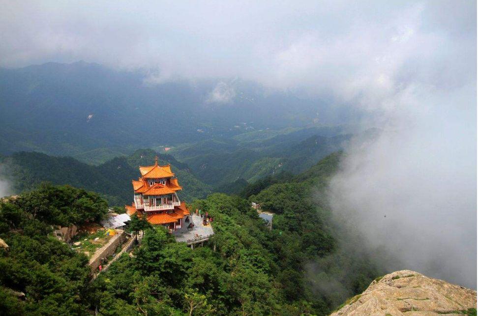 Гора Байюнь, Лоян, Китай