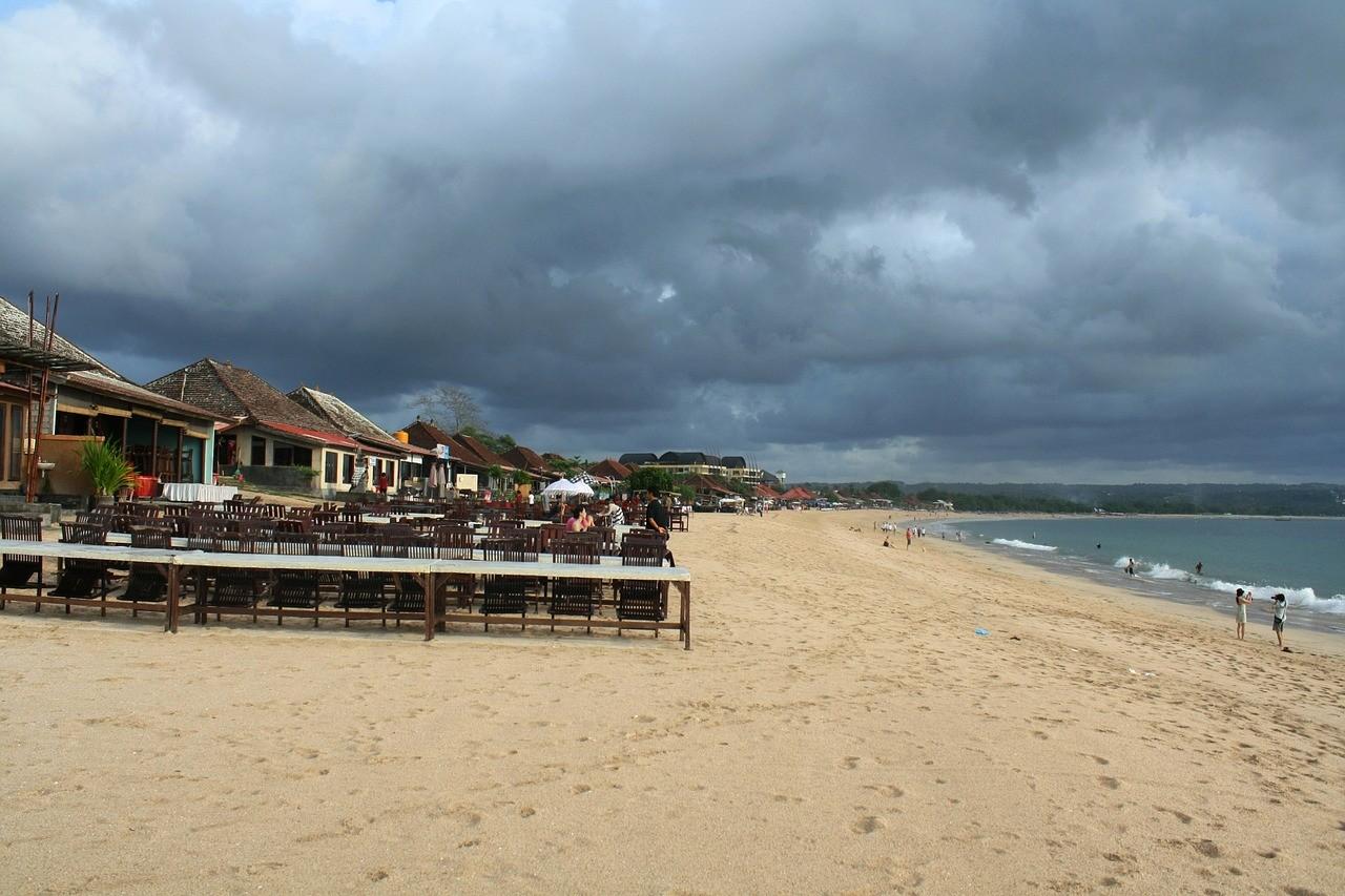 Кута, Бали, Влажный сезон в Индонезии