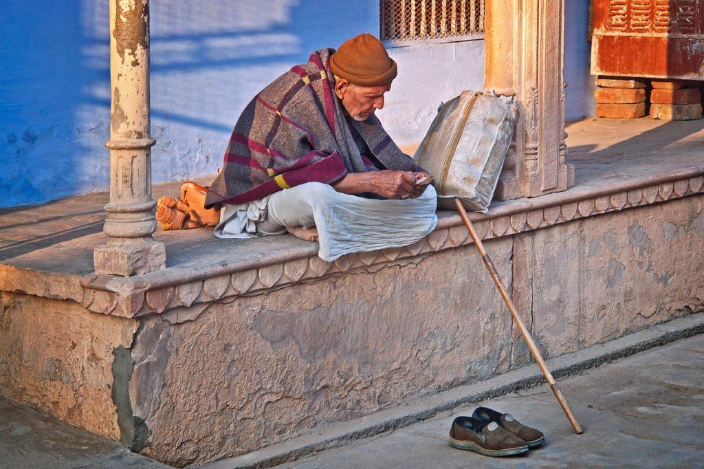 Старик, Индия