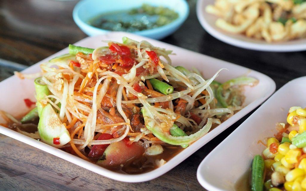 еда в таиланде, салат из папайи