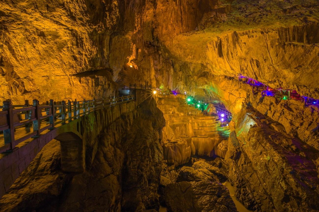 Карстовая пещера девяти земель или Деревня Цзюсян, Куньмин, Китай