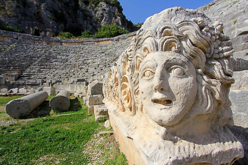 Самые необычные древние города в скалах
