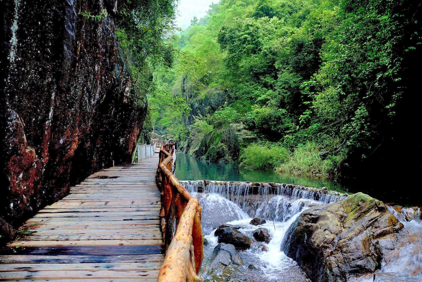 Водопад Байшуи или Белые воды, Гуанчжоу, Китай
