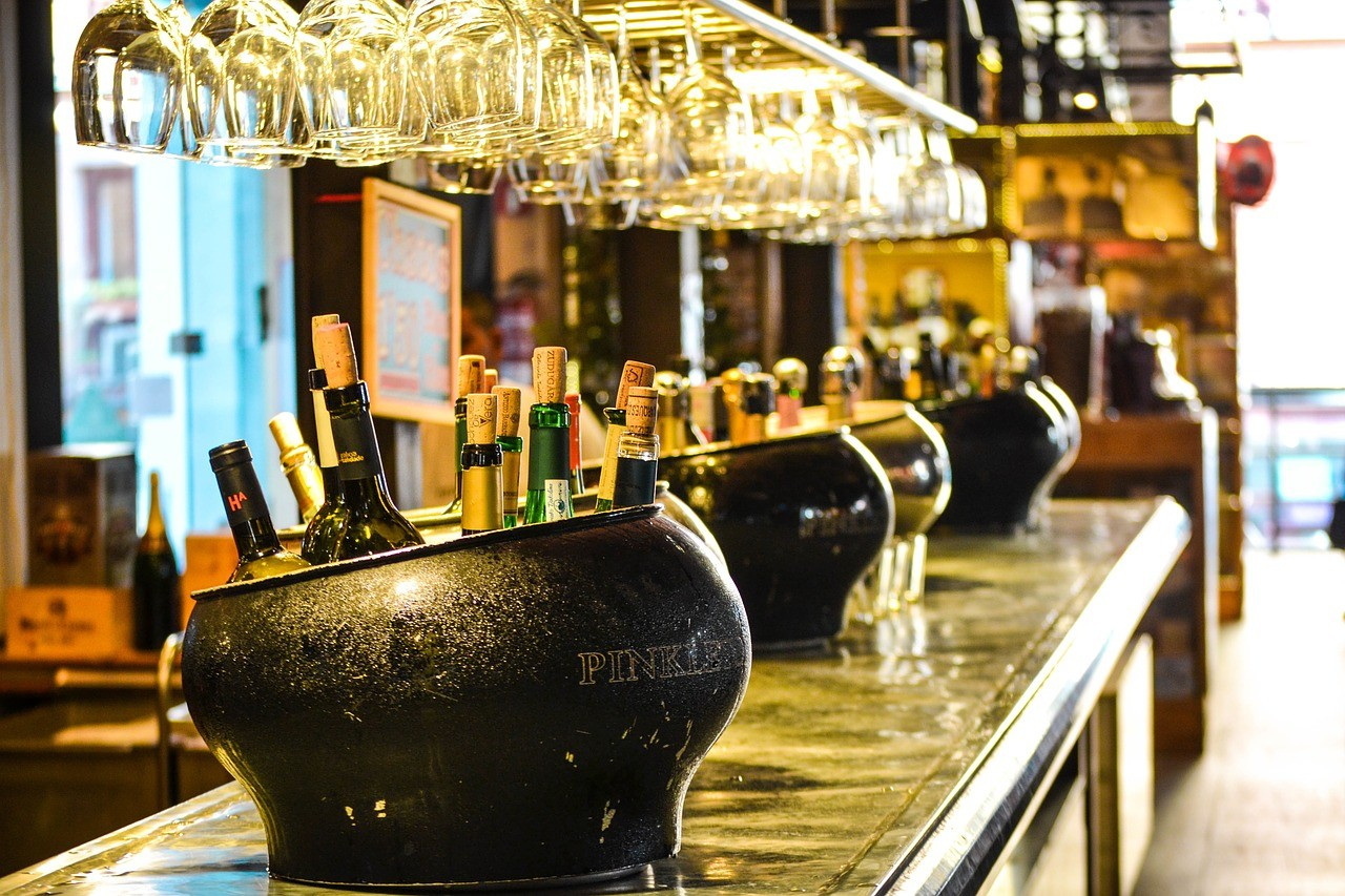 бар, алкоголь в путешествии