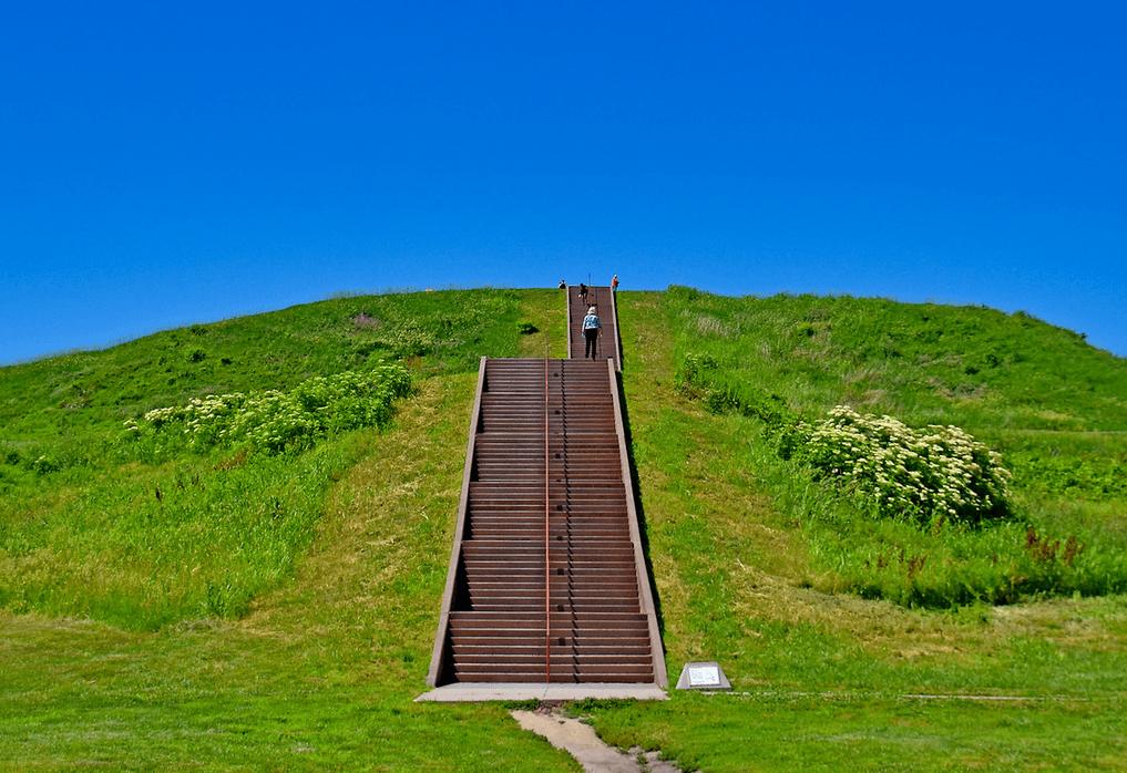 Государственный исторический памятник Кахокия Маундс, США