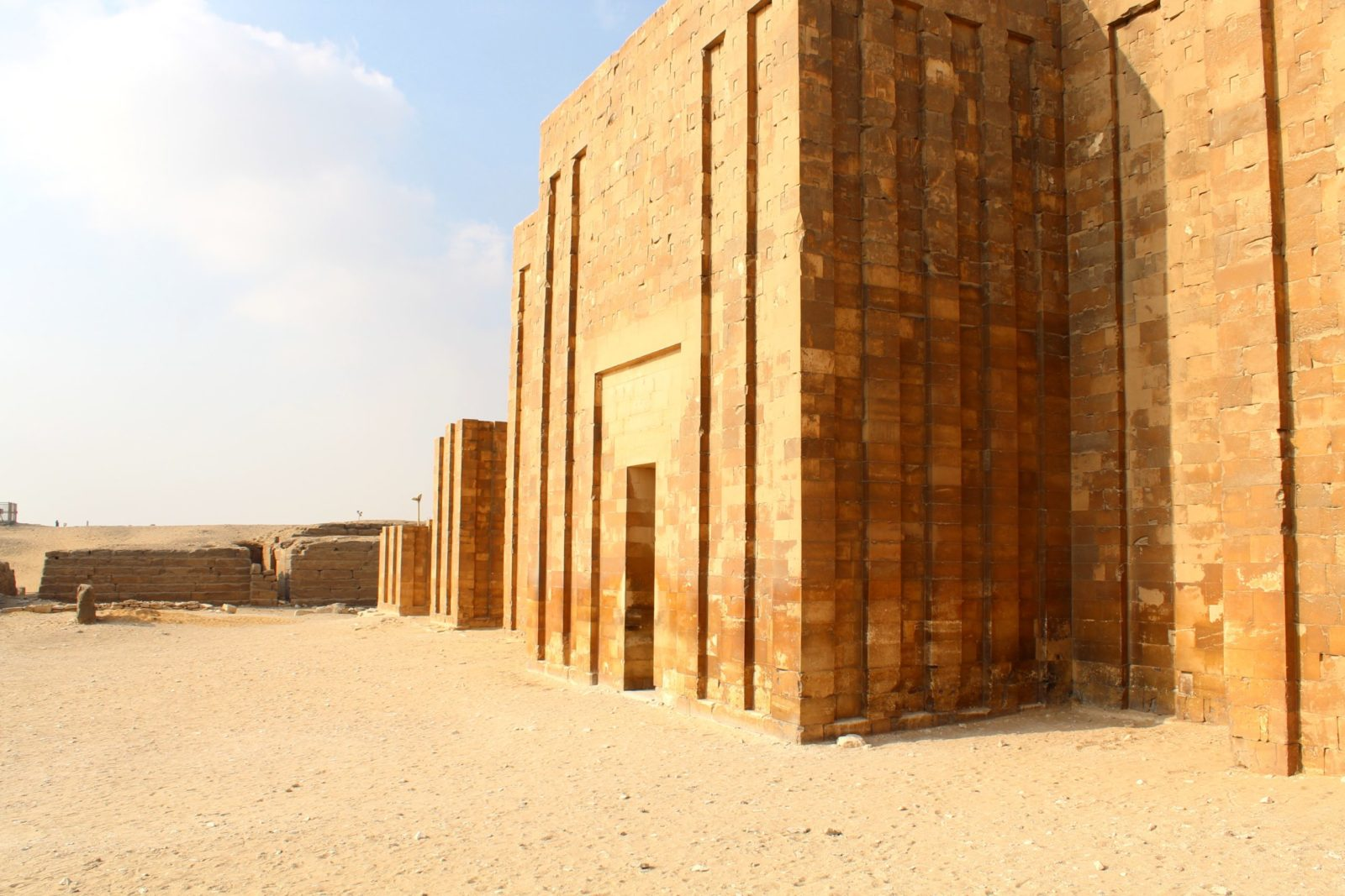 стена в саккара сбоку, египет