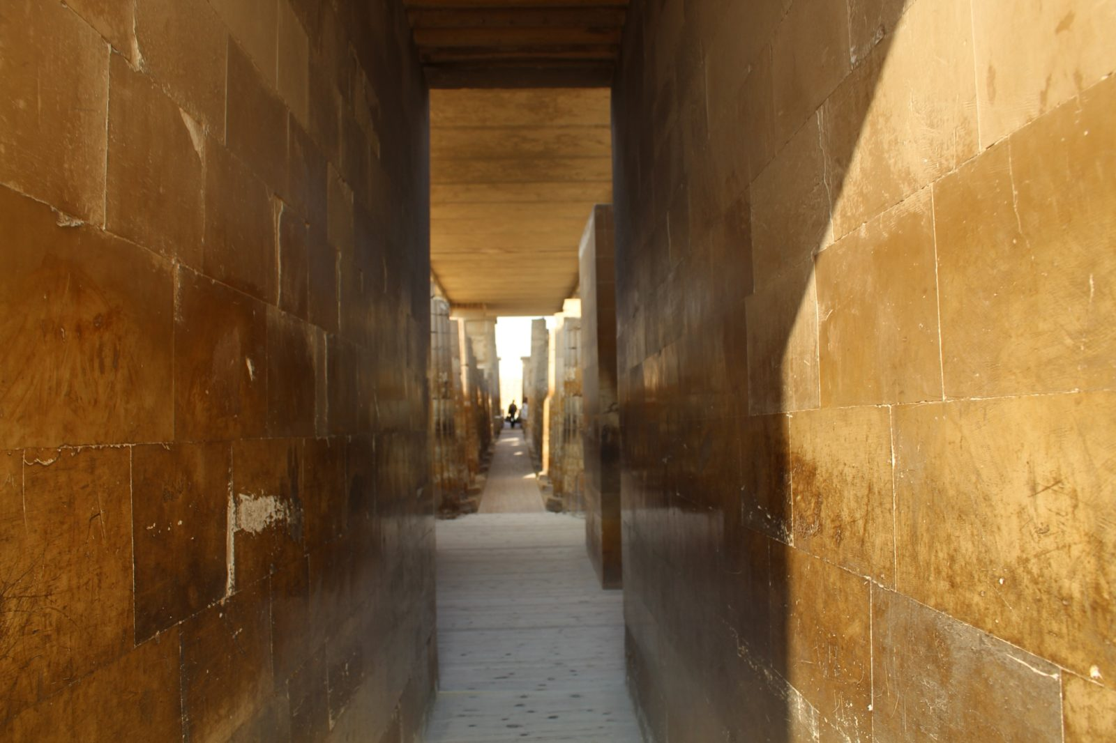 вход в стену Саккары, Египет