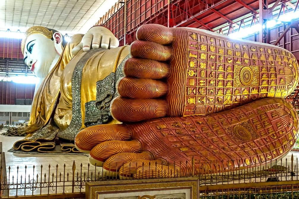 Лежащий Будда в Янгоне, Мьянма