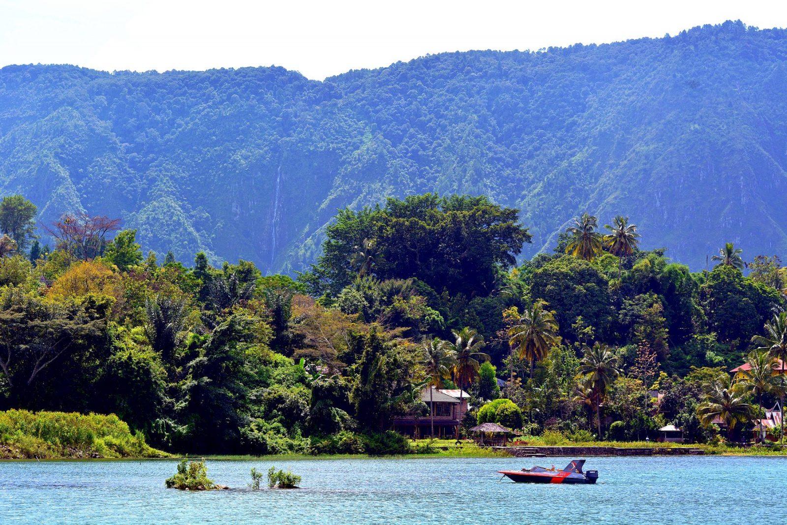 Озеро Тоба, Суматра, Индонезия